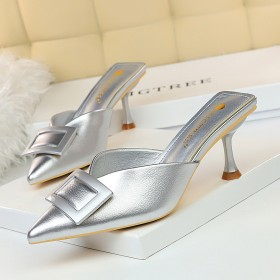 Fashionable and simple high-heeled patent leather V-shaped shallow point