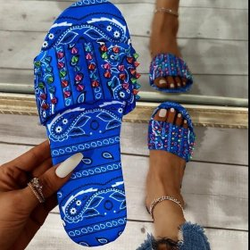Word, color nails, sandals, flat bottom