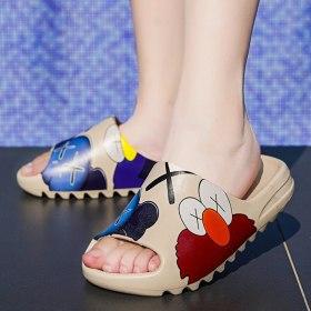 2021 Summer Anime Women Shoes Slippers Platform Mens Sandals Cartoon Casual Shoes Beach Luxury brand Slides Indoor House Slipper