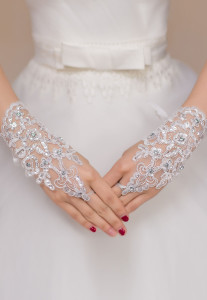 Off White Enchanting Lace Diamond Fishnet Gloves