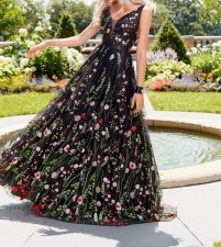 Black Flower Sleeveless Wedding Dress