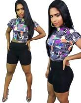Imprimir top corto colorido y pantalones cortos negros