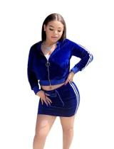 Set di giacca a manica lunga e minigonna blu di velluto