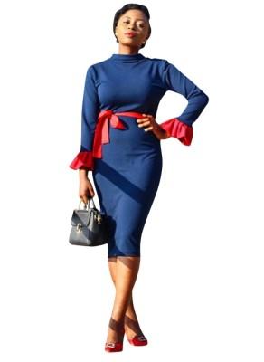 Темно-синее офисное платье-карандаш с контрастной манжетой и поясом