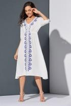 Vestido largo de flores blancas y azules de verano