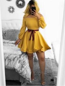 Vestido Patinador Amarelo Fora do Ombro com Mangas