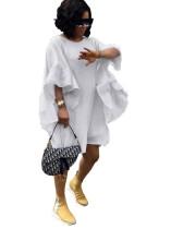 Vestido camisero suelto blanco con mangas anchas