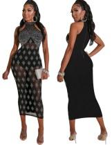 Sexy Strasssteine sehen durch Midi-Kleid