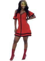 Vestido de fiesta con volantes y hombros descubiertos rojo y negro