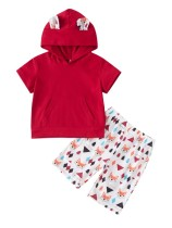 Camisa con capucha de verano para niña y pantalón corto estampado
