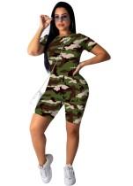 Sommerliches Camou Print enges Hemd und Shorts