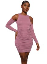 Mini vestido fruncido con hombros descubiertos