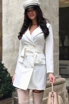 Белое элегантное платье-пиджак с рукавами