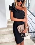 Elegante vestido de fiesta negro de un hombro