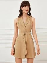 Vestido blazer sin mangas caqui con cinturón