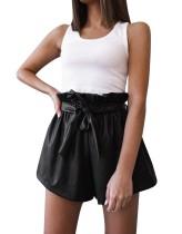 Short évasé taille haute en cuir noir avec ceinture