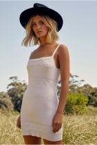 Mini vestido de verano con tirantes elegantes de punto