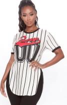 Weißes und schwarz gestreiftes langes Hemd mit Schlitz
