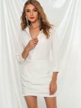 Vestido de blusa blanca con cuello en V y mangas