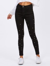 Jeans de moda con cuentas negras de verano