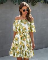 Vestido de verano con hombros descubiertos y estampado verde