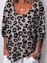 Camisa suelta con cuello de pico y estampado de leopardo casual