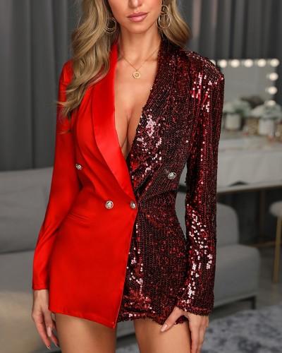 Красное платье с длинными рукавами и блестками
