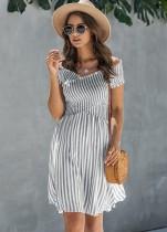 Vestido corto de una línea de verano envuelto a rayas
