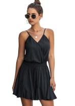 Vestido corto plisado con tirantes transparentes de verano