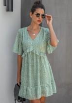 Vestido informal corto con cuello en V y estampado de verano