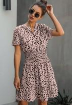 Vestido informal corto de verano con estampado de leopardo y una línea