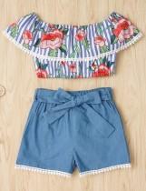 Pantaloncini di jeans e top floreale estivo per bambina