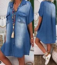Robe chemisier en denim bleu délavé d'été