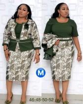 Zweiteiliges Kleiderset der afrikanischen Mutter der Braut