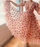 Sommerrosa Erdbeer-Abendkleid mit V-Ausschnitt