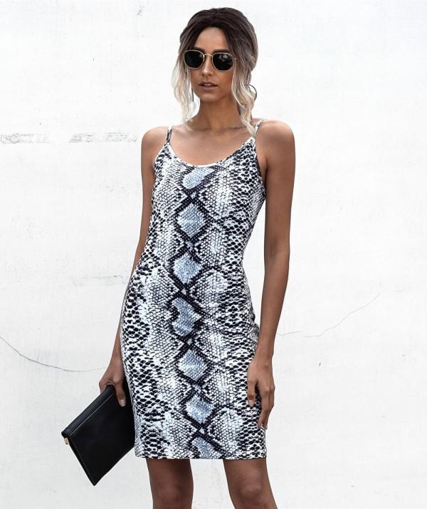 Летнее мини-платье с ремешками из змеиной кожи