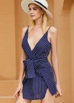 Mini vestido de alças de listras brancas e azuis