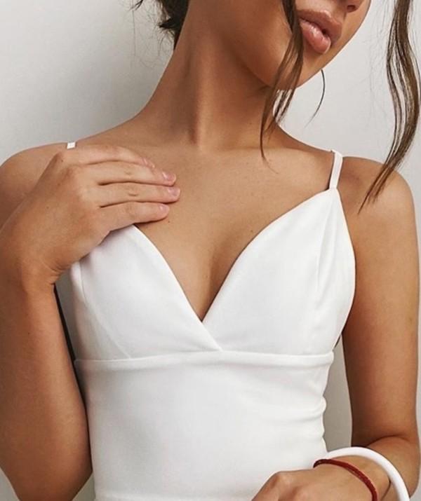 Chaleco sexy con cuello en V y correa blanca