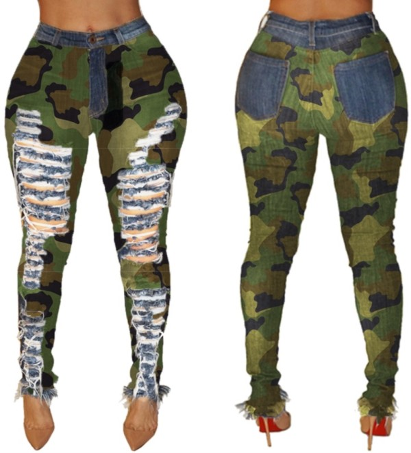 Pantalones de jean rasgados de cintura alta con estampado de camuflaje