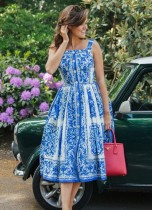 Weißes und blaues Vintage-Skaterkleid mit breitem Riemen