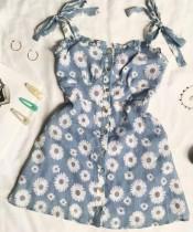 Mini abito romantico con cinturino annodato floreale bianco e blu