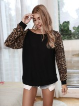 Camisa de manga larga con cuello redondo y mangas de leopardo