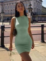 Grün gestricktes ärmelloses Minikleid