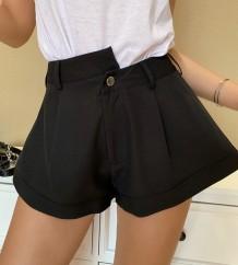 Shorts negros de cintura alta con leggings anchos