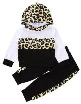 Top e pantaloni con cappuccio leopardato autunnale per bambina