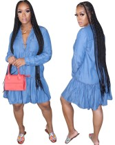 Herbstliches langärmliges blaues Jeanskleid in A-Linie