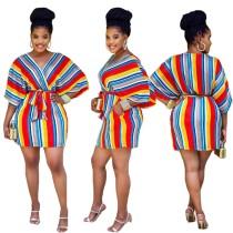 Afrikanisches buntes gestreiftes Kleid mit V-Ausschnitt und Gürtel