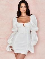 Robe courte carrée blanche vintage à manches pop