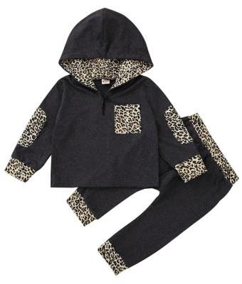Tuta da bambino con cappuccio leopardato autunnale