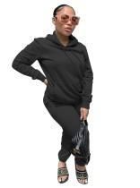 Sudadera con capucha y bolsillo de manga larga de color liso